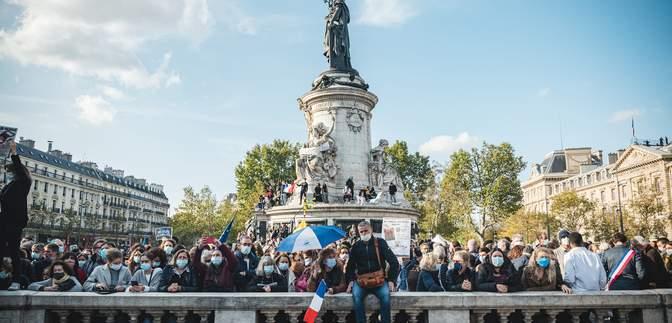 Чеченець обезголовив вчителя у Франції: кілька тисяч вийшли на акцію в Парижі – фото, відео