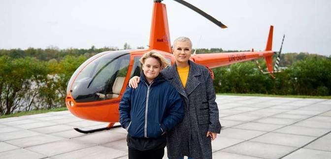 Полет на вертолете: Алла Мазур провела экстремальный день со своим сыном
