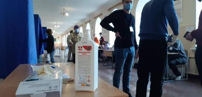 Подделка бюллетеней и незаконная агитация: как голосуют в Донецкой области