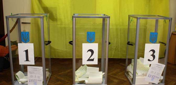 Вже відомі перші результати місцевих виборів: мерів двох міст переобрали в один тур