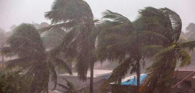Узбережжю Флориди загрожує тропічний шторм Ета: відео стихії