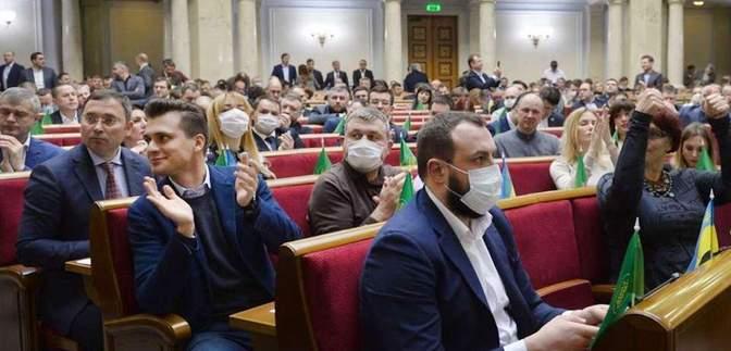 Лично вызовет полицию, – Арахамия рассказал, кто будет следить за депутатами без масок