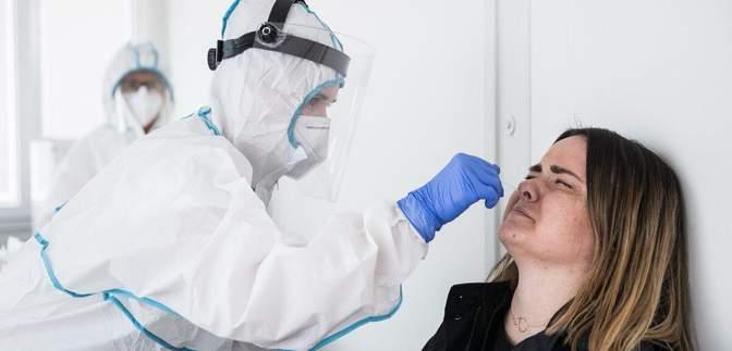 Понад 1,5 мільйона людей за день: масове тестування на COVID-19 триває в Словаччині