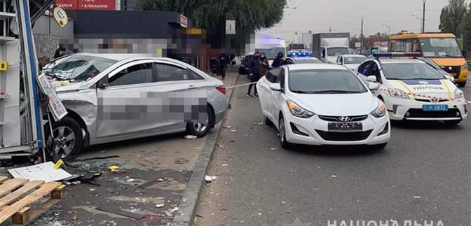 Таксиста Uber, который въехал в остановку в Киеве, задержали: что ему грозит