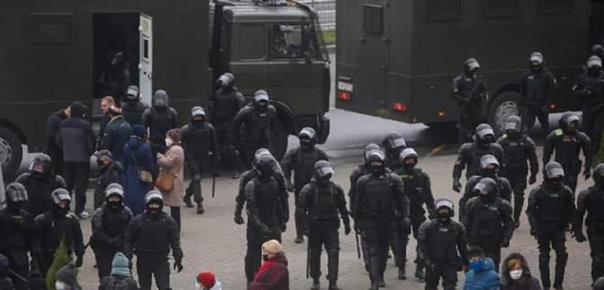Спецтехніка і майже тисяча затриманих: що відбувається у Білорусі 15 листопада – фото, відео