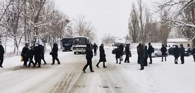 В квартирах – 14 – 15 градусов: на Харьковщине люди перекрыли дорогу из-за отсутствия отопления