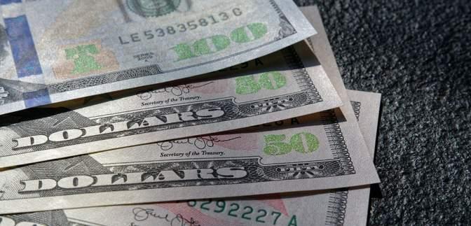 Курс валют на 23 ноября: в Украине снова стремительно дорожают доллар и евро