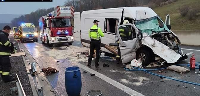 В Словакии автобус с украинцами врезался в цистерну: есть жертвы – фото