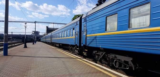 На час зимових свят Укрзалізниця відновлює рух низки поїздів: напрямки