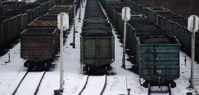 Россия перебрасывает на границу с оккупированным Донбассом поезда и вагоны для угля
