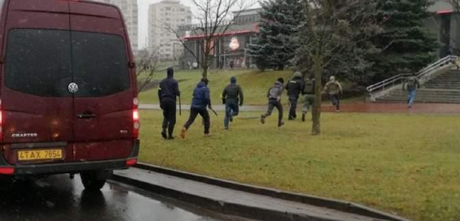 Лупцюють кийками і використовують сльозогінний газ: у Мінську почався силовий розгін активістів
