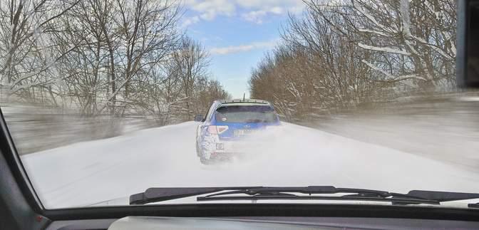 На дорогах України ожеледиця: корисні поради водіям та пішоходам