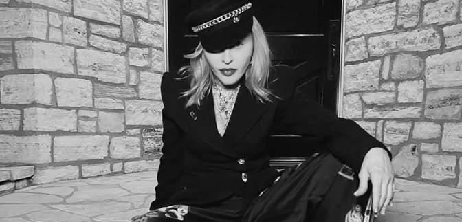 В шляпах украинского дизайнера: Мадонна поразила смелым образом – видео