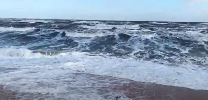 Президентская резиденция на Бирючем острове заблокирована: на Азовском море бушует шторм