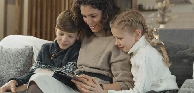 Какую книгу подарить ребенку на новогодние праздники: полезные советы и идеи