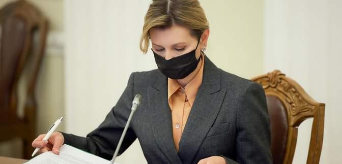 В классическом пиджаке: Елена Зеленская восхитила сдержанным нарядом – фото