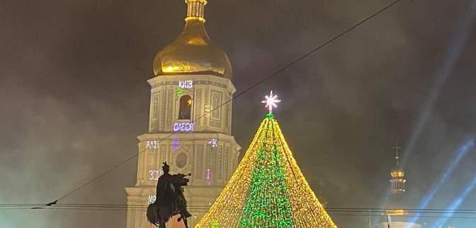 У Києві під час засвічення головної ялинки сталася пожежа: відео, фото