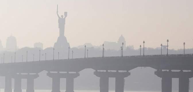 Густий туман накрив Київ: синоптики попереджають про видимість у 200 – 500 метрів