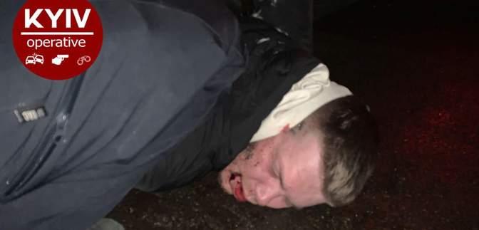 П'яний капітан поліції в'їхав у авто та влетів у огорожу: не менш зухвало поводився й після ДТП