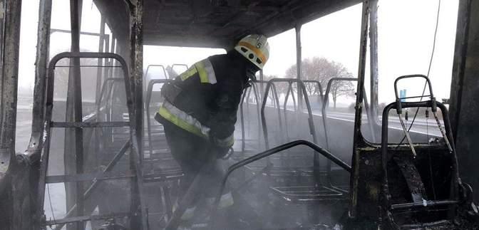 На автошляху Дніпро – Кривий Ріг загорівся автобус із пасажирами: фото