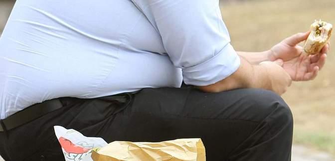 Бій ожирінню: у Великій Британії обмежать рекламу нездорової їжі