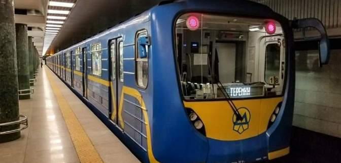 У Києві метро у новорічну ніч працюватиме на 2 години довше, а фунікулер цілодобово
