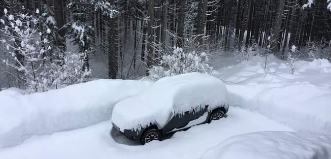 Юг Австрии засыпает снегом: заблокированы дороги, с гор сходят лавины – фото