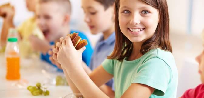 Зеленська розповіла про перші зміни у шкільному харчуванні: більше фруктів, менше хліба