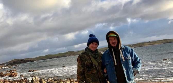 Пара изолировалась на маленьком острове без света из-коронавируса