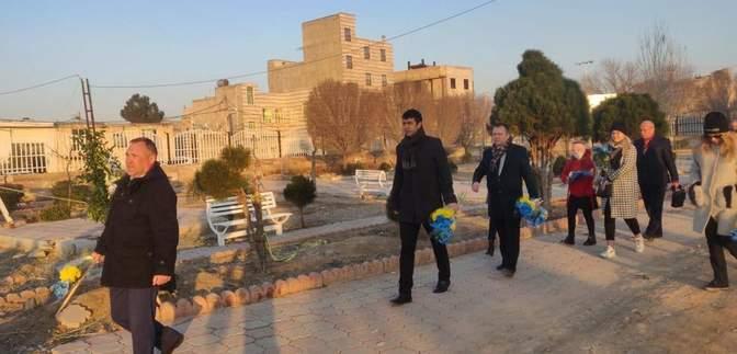 Дипломаты посольства Украины в Иране почтили память погибших в катастрофе МАУ: фото