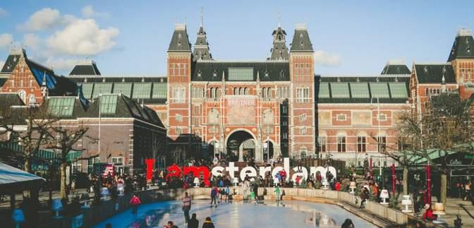 Пускать будут только своих: в Амстердаме хотят запретить продавать туристам легкие наркотики