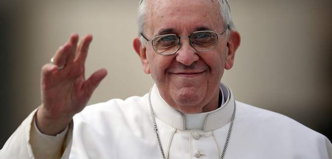Первый в Ватикане: Папу Франциска вакцинировали от коронавируса