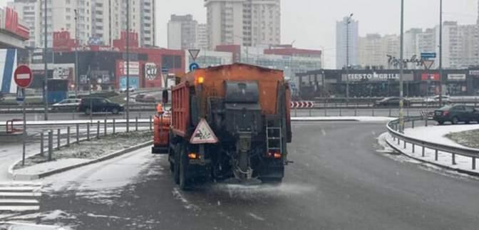Київ починає засипати снігом: фото та відео