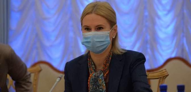 Лузери і країна третього світу: віцеспікерка розкритикувала уряд за провал закупівлі вакцин