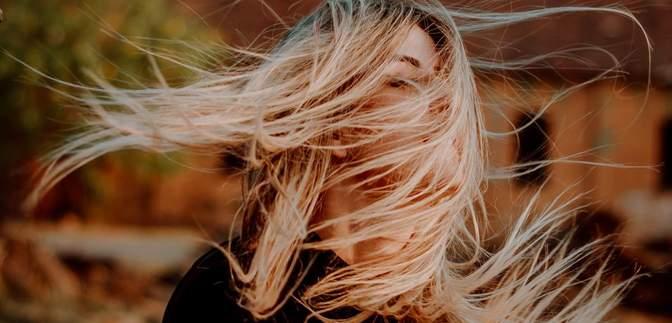 Почему выпадают волосы и как это остановить: советы, которые вам понадобятся