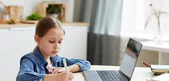 Скільки учнів забезпечені комп'ютерами у школах і як це впливає на їх успішність: дослідження