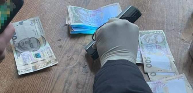 Взял 70 тысяч гривен взятки: на Львовщине задержали руководителя лесхоза – фото