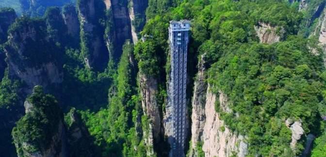 Атракціон не для слабкодухих: найвищий відкритий підіймач у світі – приголомшливі фото