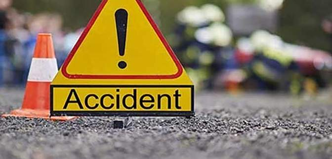 В Пакистане пассажирский фургон влетел в грузовик: много раненых и погибших