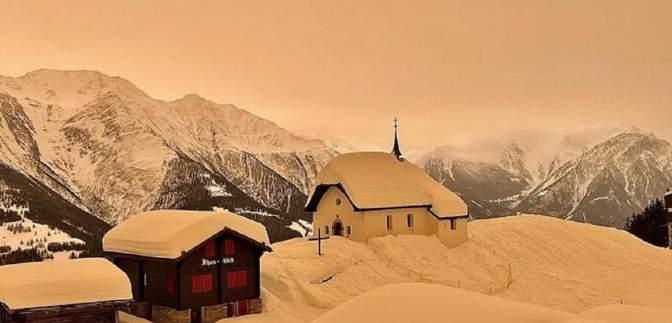 Чехію й Словаччину вкрив кольоровий сніг: яка причина унікального явища – фото