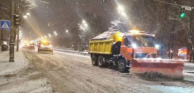 У владі посварились через сніг: сперечаються, хто краще прибирає Київ