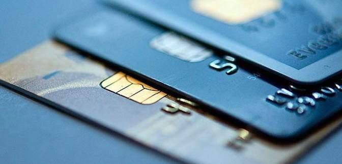 Привласнила мільйон гривень з рахунків клієнтів: працівниці банку оголосили про підозру