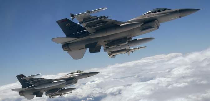 Російські бомбардувальники політали над Чорним морем: у НАТО підняли в небо винищувачі
