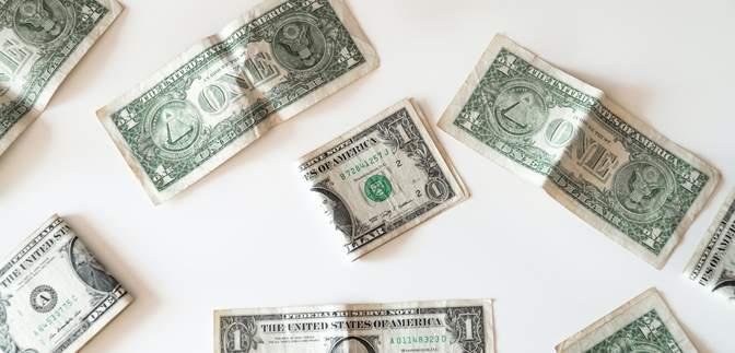 Готівковий курс на 18 лютого: долар і євро відчутно впали в ціні