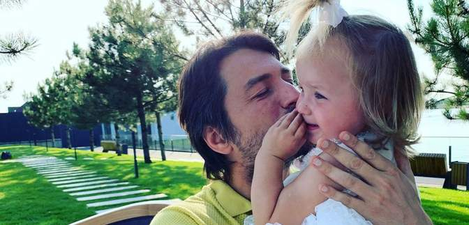Сергій Притула відпочиває в Дубаї з сім'єю: зворушливе фото з донькою