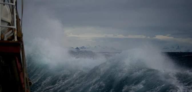 Ветер, метели и двухметровые волны: на Азовском море будет штормить