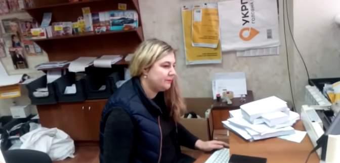 """Очередной языковой скандал: в Кривом Роге работница """"Укрпочты"""" отказалась говорить на украинском"""