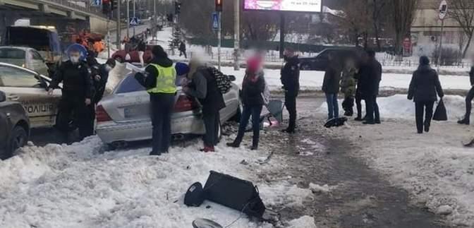 """В Киеве водитель """"под кайфом"""", убегая от полиции, сбил пешеходов: пострадавшие в больнице"""