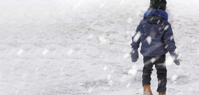40 хвилин на морозі: 5-річну дівчинку висадили з автобуса на порожній зупинці