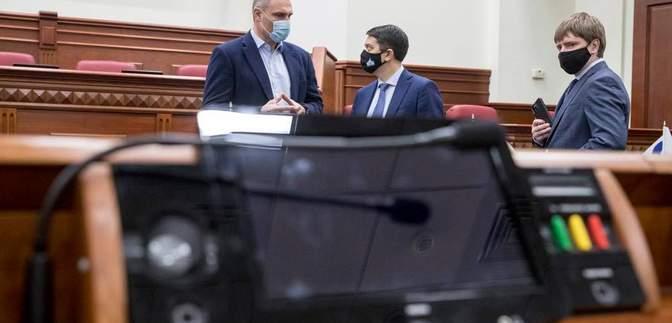 Учил, как надо: Кличко показал Разумкову, как голосуют в Киевсовете – фото